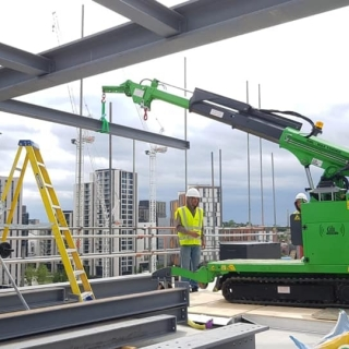 Installing-Steel-Beams-on-a-Construction-Site-in-Watford2