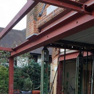 Multiple-Heavy-Steel-Beams-Installed-in-North-London3