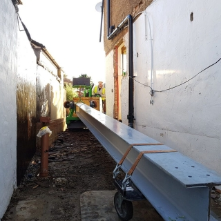 how to safely move a steel RSJ beam for a picture frame with the hooka steel beam lifter