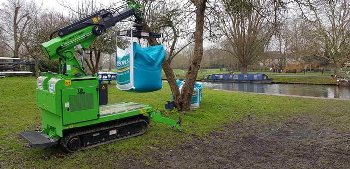 How to safely and easily lift and moves 1 tonne bulk bags full of pea shingle with the Hooka tracked forklift