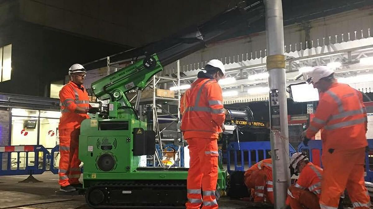 The Hooka helping to safely and quickly lift and install lamppost on railway platform in London